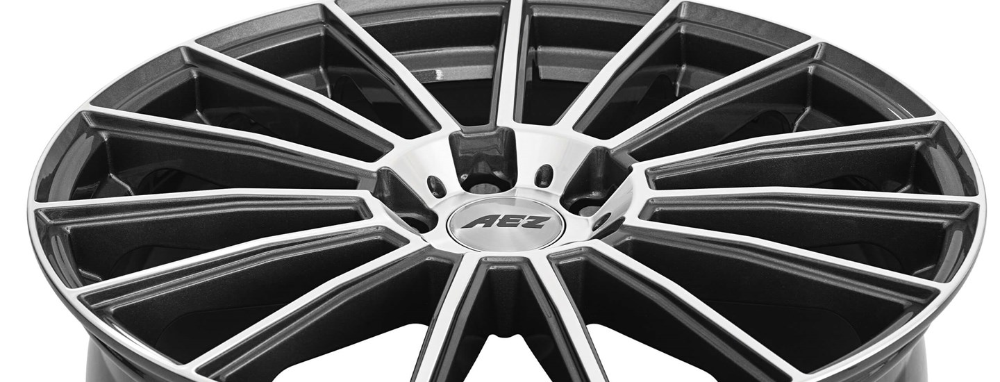 AEZ Steam alloy wheel close up full above