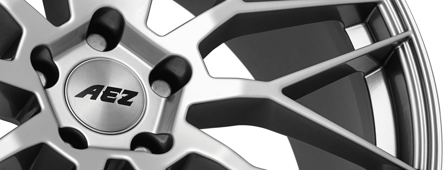 AEZ Crest alloy wheel cross-spoke close up from above