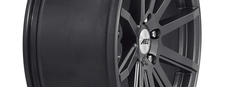 AEZ Straight dark Alufelge Detail extrem seitlich Breite 9,5